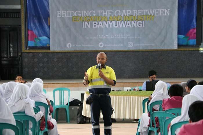 Lintas Departemen PT BSI Berbagi Pengalaman  dengan Murid SMA Negeri 1 Genteng
