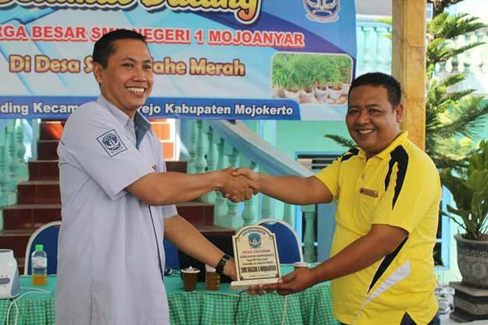 Kasek dan Dewan Guru SMKN 1 Mojoanyar Study Banding Ke Desa Gading