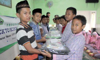 Siswa kelas 6 SDIT Ahmad Yani Gandeng YDSF, Serahkan Paket Sekolah bagi Anak Yatim dan Dhuafa