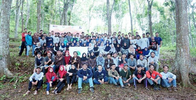 Civitas akademik Prodi Kehutanan UMM di Desa Kucur