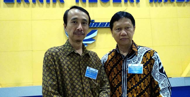 Pembantu Direktur I Polinema Supriatna Adisuwignjo. ST. MT, dan Direktur Polinema Drs Awan Setiawan MM. (rhd)