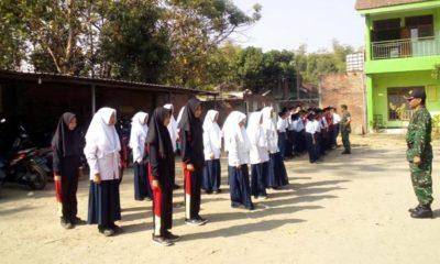 Koramil 081511 Pungging Latih PBB Siswa MTs Darul Hikmah