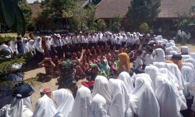 Siswa SMP 2 Keliling Simokos dari Koramil 130809 Kepung