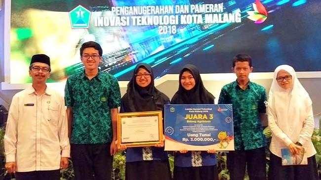 Bersaing dengan Mahasiswa, Siswa MTsN 1 Kota Malang Raih 2 Prestasi Dalam Inotek 2018