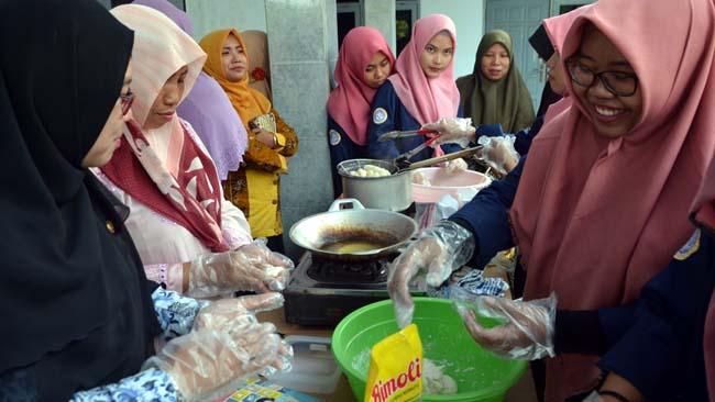 Atasi Stunting, Mahasiswa Magister Keperawatan UNAIR Ciptakan Tiga Makanan Inovatif