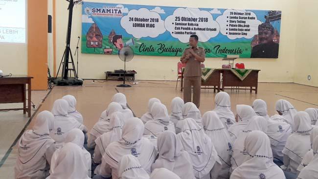 MITIGASI BENCANA - Sebanyak 659 siswa dan siswi SMA Muhammadiyah 1 Taman (Smamita) diajari mitigasi bencana petugas BPBD Pemkab Sidoarjo, Senin (04/02/2019)