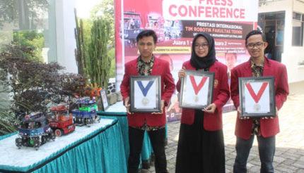 Bawa Nama Indonesia, Mahasiswa UMM Raih 3 Medali Trinity College USA