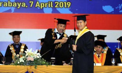 Rektor Universitas Dr. Soetomo (Unitomo) Surabaya, Dr. Bachrul Amiq, SH., MH,. memberikan ucapan selamat kepada Gunadi Putra, penyandang autis yang berhasil menuntaskan studinya. Gunadi Putra juga berhak atas beasiswa S2 Fakultas Ilmu Komunikasi (Fikom) di kampus tersebut sebagai apresiasi