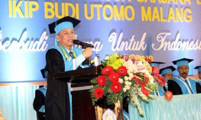Rektor IKIP Budi Utomo, Dr H Nurcholis Sunuyeko, MSi, menyampaikan pidato sambutannya. (rhd)