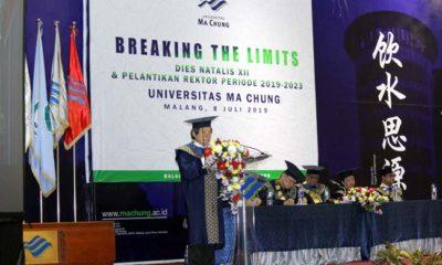 Dr. Chatief Kunjaya, menyampaikan pidato sambutan dan pesan terakhirnya sebagai Rektor Ma Chung. (rhd)