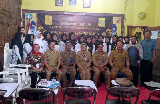 RESMI : Launching PKBM Sri Rejeki Gedangan,Dihadiri Muspika dan Sejumlah Pejabat Diknas Kabupaten Malang. (sur)